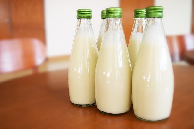láhve mléka