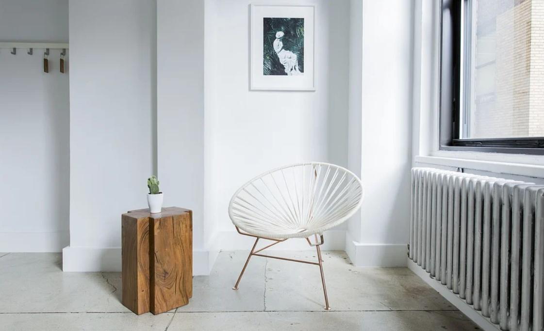 místnost se židlí
